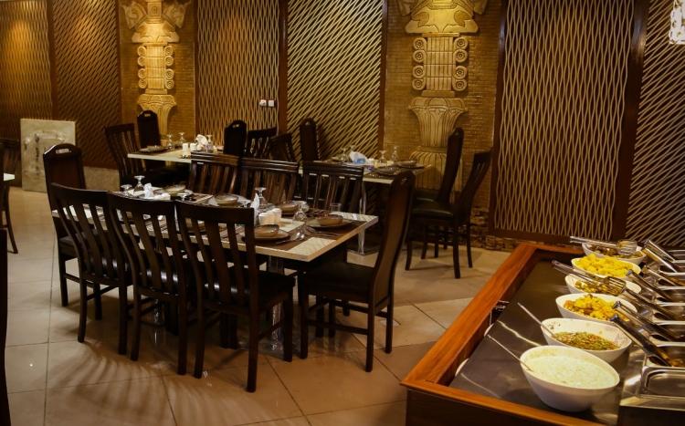 رستوران و بیرون بر شاورما