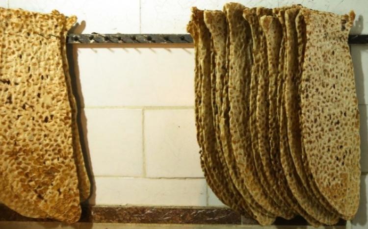نانوایی سنگکی سه نان ایرانیان
