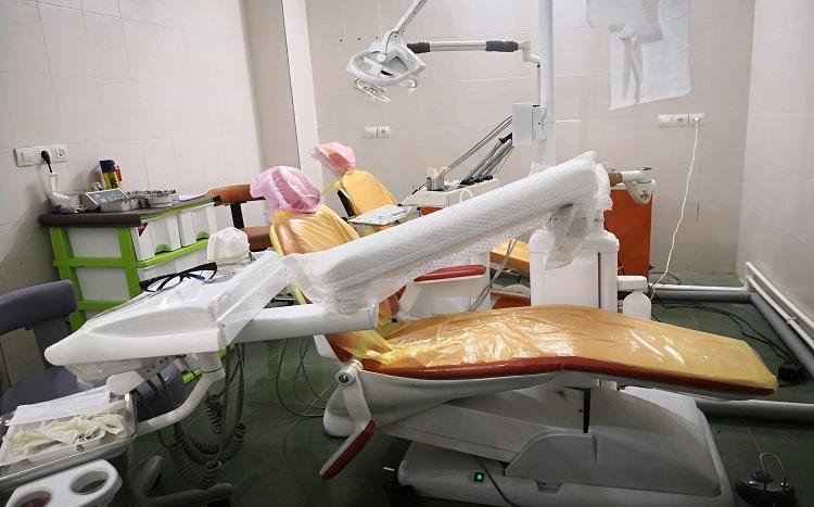 جراح، دندانپزشک دکتر فرهادپور